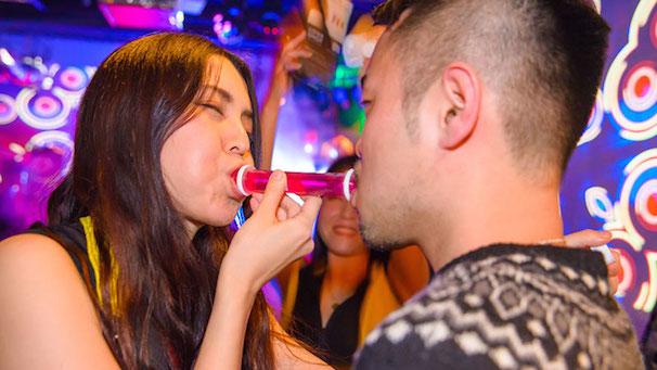 今世紀最強のパーティーアイテム! 2人専用の酒ゼリー「LOVE SHOT」