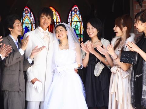 「それ非常識!」結婚式でマナー違反になってしまうNG服装 , エキサイトニュース