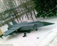 実はこれダミーです。敵軍の目を欺き大軍に見せる、ロシア軍の秘密兵器は空気注入式の偽装兵器だった。