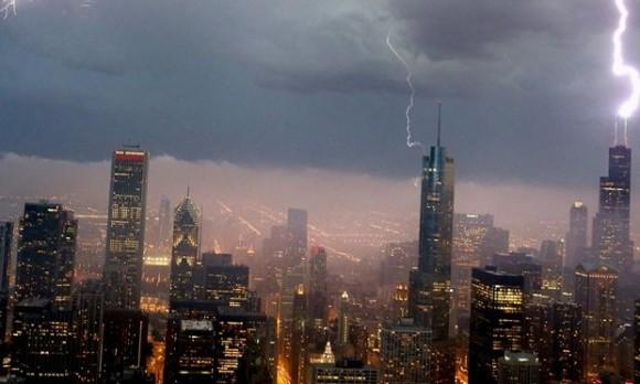 本当に怖い防犯サイレン。シカゴの竜巻警報音が終末を感じさせるほどの恐怖に満ち溢れていた。