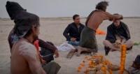 焼いた人間の脳を食べる宗教学者。ヒンドゥー教の部族を取材した番組が波紋を呼ぶ
