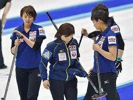 <カーリング>日本は黒星発進 女子・世界選手権