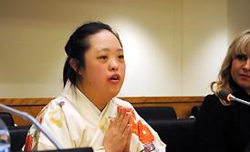 <金澤翔子さん>「書道で元気を」国連でスピーチ