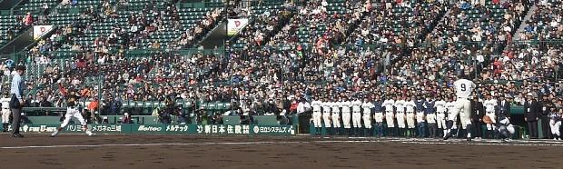 <選抜高校野球>五輪へ復帰願い 野球・ソフト小学生始球式