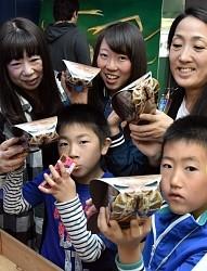 <竹島水族館>「超グソクムシ煎餅」販売好調 愛知・蒲郡