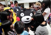 <熊本地震>おかえり くまモン 3週間ぶり ありがとう