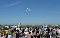 <札幌・航空祭>曲技飛行に歓声