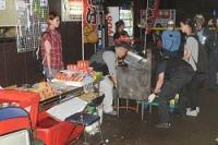 <夏祭り事故>露店の調理用油飛散で7人搬送、5歳女児重傷