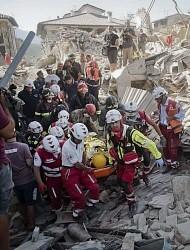 <イタリア地震>死者159人に 建物倒壊、下敷きも