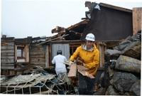 <御嶽山>50人の命救った山小屋、建て替えで解体作業進む