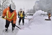 <大雪>市電が全面運休…札幌で積雪65センチ 交通に乱れ