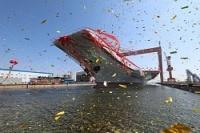 中国遼寧省大連の造船所で進水した中国初の国産空母=AP