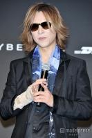 X JAPAN・YOSHIKI、全国ツアー発表も自身の右手首に言及「腱が半分切れている」