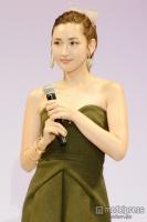 紗栄子、恋人と仲良し2ショットで新年挨拶「ほっこり」「可愛い2人」