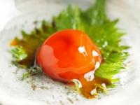 激ウマ節約つまみ! 噂の筋肉料理人の「超簡単! 卵黄のしょう油漬け」