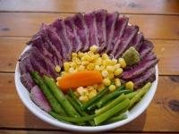 地球に生まれて良かったー!赤身肉を豪快にお腹いっぱい食べられる「花ざかり」の牛レアステーキ丼が極上すぎる