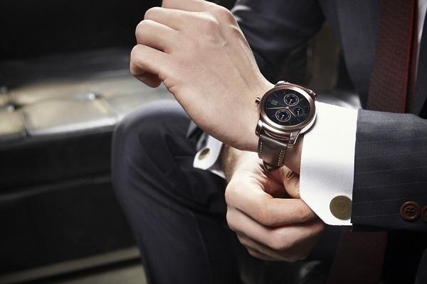 社会人は「腕時計をつけるべき」