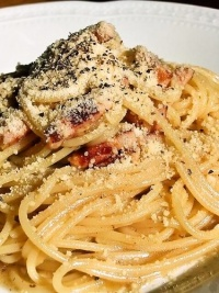 チーズと黒胡椒で!ローマの伝統的なパスタ、カチョ・エ・ペペの作り方