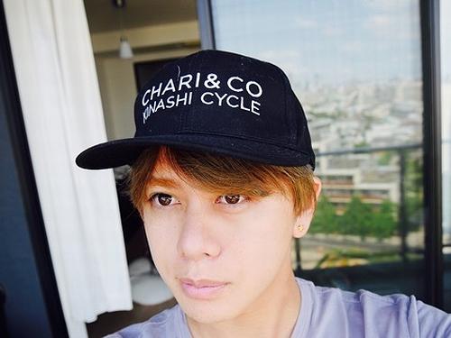 山田親太郎が義兄・小栗旬の帽子を勝手に拝借、木梨サイクルのグッズ。