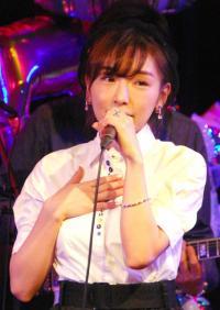 加護亜依、6年ぶり単独ライブで自虐「17歳でスモーキング・シガレット」