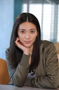 テレビ朝日系ドラマ『スミカスミレ~45歳若返った女』で20歳の大学生を演じる秋元才加(C)テレビ朝日