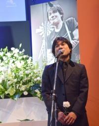 黒沢健一さん偲ぶ会しめやかに…弟・秀樹があいさつ メンバーも最期の別れ惜しむ