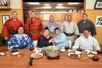 """マツコ、現役力士と""""相撲メシ""""食らう スタジオに白飯10升用意"""
