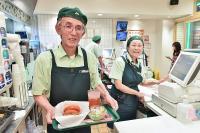 モスバーガー 高齢店員「モスジーバー」積極採用して好影響