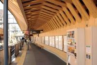 鉄道の「木質化」進む 木造駅舎も出現の背景