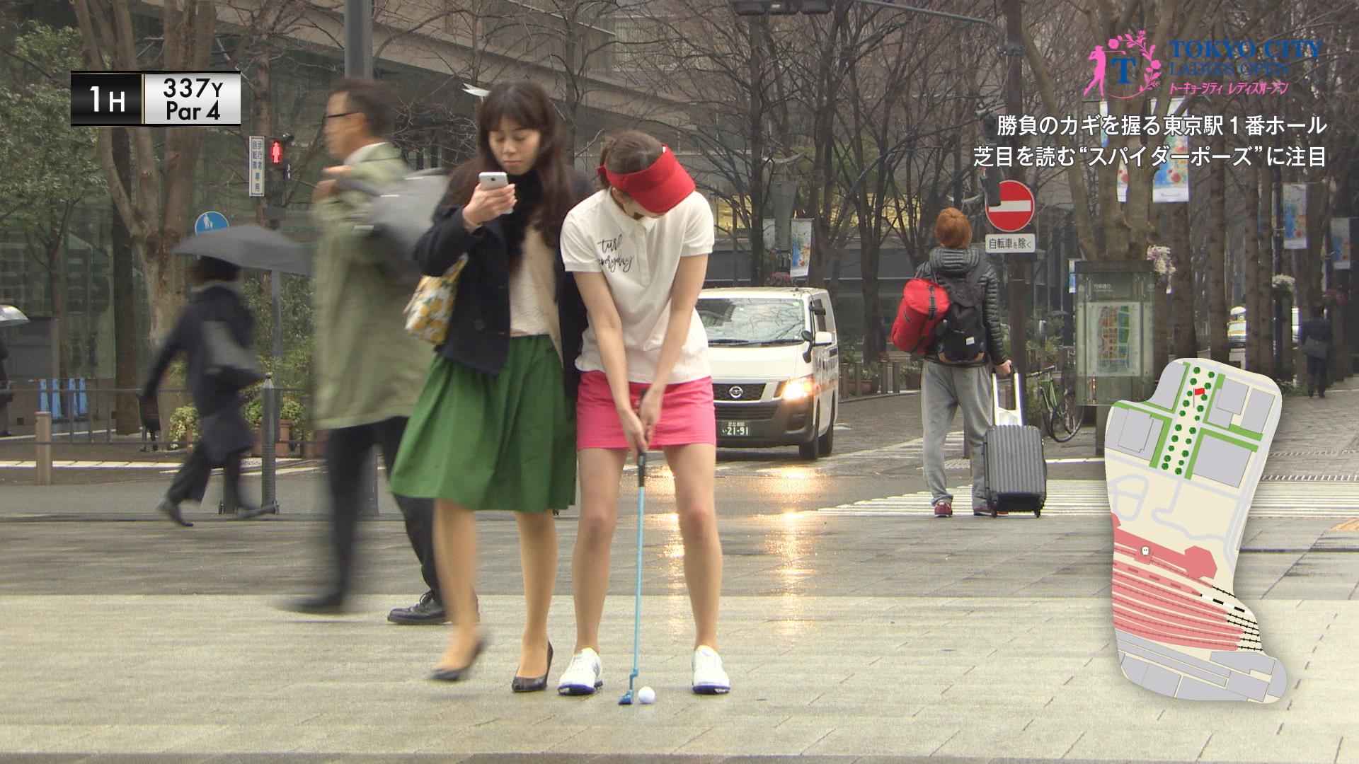 【前代未聞】東京の観光名所で行われる女子ゴルフツアーが難関すぎ!「歩きスマホ」にぶつかって失点、屋形船のビールジョッキにホールインワンなど…