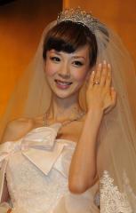 ドキドキのほしのあきが結婚 プロポーズの言葉は「ナイショ!!」