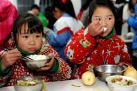 62年前の日本の給食レベルにも劣る中国農村の給食に「抗日戦で勝ったのに給食で負けた」―中国ネット
