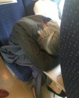 中国の列車でまたもトラブル!ネットユーザーの96%が「老人に席を譲らなかった女性」を支持