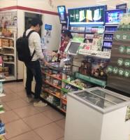 韓国のコンビニ店員を泣かせる「困った客」ってどんな人?=韓国ネット「道徳が消え去った」「食事後のテーブルが一番汚いのは韓国人だって…」