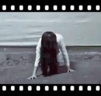 【動画】主人公は中国色に染まった貞子!中国のドラマで抗日戦士に!