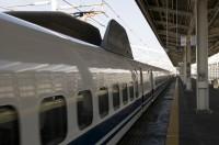 やっぱり日本はすごい!超高速でホームを通過する新幹線に「これこそ王者の風格」「これを見たら中国のはただのバス」―中国ネット
