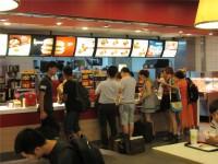 日本のマクドナルドで見つけた中国語ポスターがスゴイことに!―台湾メディア