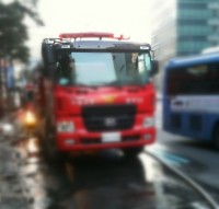 韓国、サイレン鳴らす消防車が車に囲まれ立ち往生=韓国ネット「道を譲らないのではなく譲れないんだ」「まず違法駐車の取り締まりを頑張った方が…」