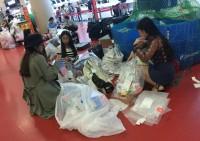韓国の空港で奇妙な光景、中国の若者が商品の包装を次々破る=ネットでは「なんで日本に行かないの?」の声