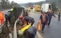 横転したトラックの荷物を村人が略奪、「貧困が悪いのか民度が低いのか」と議論―中国