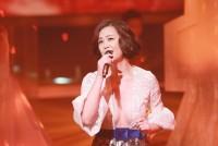 「セクシーすぎる」と視聴者クレーム!元アイドルのリンダ・ウォン、胸元を大サービス―香港