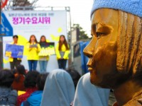 慰安婦像に唾を吐いて悪ふざけ、韓国の学生らに批判相次ぐ=「国の恥さらし」「ちゃんと歴史を学んだの?」―韓国ネット