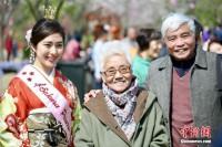 日本からやってきた「さくらプリンセス」に観光客が殺到、記念撮影せがむ―江蘇省無錫市