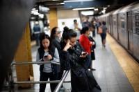 日本の地下鉄で電話してはいけない理由は?―華字紙