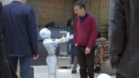 「ペッパー」、パリ国際ロボット展で人気独占