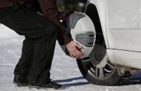 チェコで新型の雪用タイヤチェーン開発、自動装着可能に