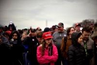 路上販売の赤いトランプ帽は外国製、就任式参加者に衝撃広がる