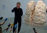 仏アーティスト、1週間岩の中で暮らすパフォーマンス開始