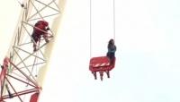 トロントで建設用クレーンに登った女性を無事救助、動機は不明