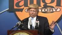 トランプ大統領ものまね大会、優勝者は偽ニュースショー司会役に